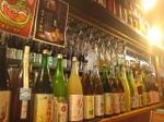 権倉のカウンター上。梅酒コレクション